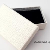 Darčeková krabička biela ozdobná