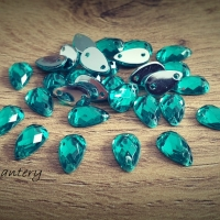 Ozdobné kamienky našívacie 8 x 10 mm - Smaragdovo zelené - 30 kusov