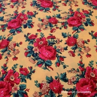 Krojova látka - červené kvety veľké na žltom podklade - cena za 10 cm