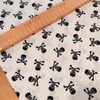 Bavlnená látka - Lebky II - Biele - cena za 10 centimetrov