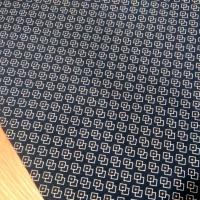 Bavlnená látka - Vzory na tmavomodrom - cena za 10 centimetrov